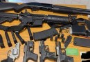 Un comprador de Instacart alertó sobre un ruido sospechoso en un baño. Poco después la policía arrestó a un hombre con 6 armas