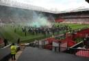 Aficionados del Manchester United organizan protesta contra los propietarios estadounidenses del club y se pospone partido contra Liverpool