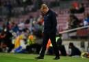 La presión sobre el frustrado entrenador del Barcelona, Ronald Koeman, aumenta tras la expulsión en el empate sin goles