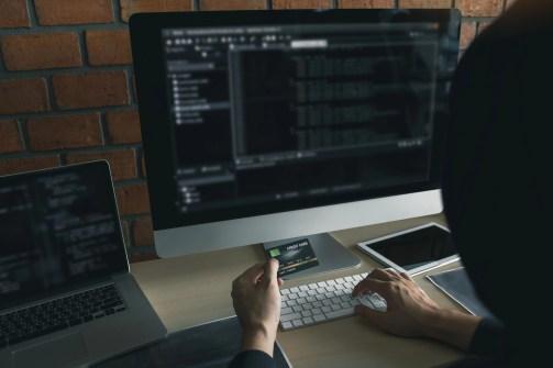 hacker-using-crypto-mixer
