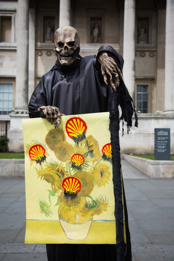 Campaigners Storm Van Gogh Sunflowers Room In National