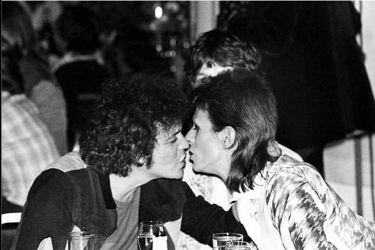 David Bowie and Lou Reed kissing