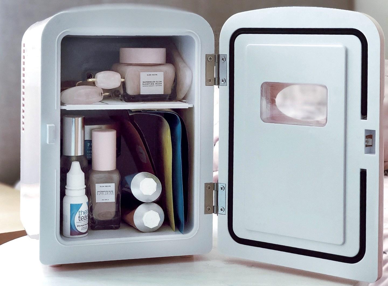 | Skincare fridge & what I keep in it |