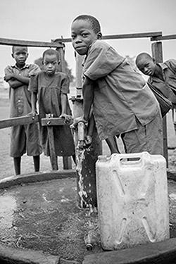 Noté Karacel Uganda - Boy At Well