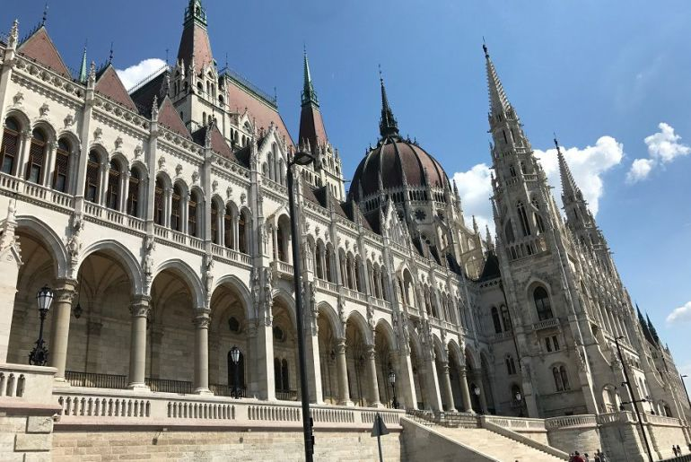 Parlamento de Hungría en Pest