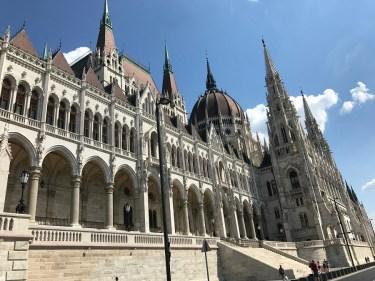fachada del parlamento de Budapest, Pest