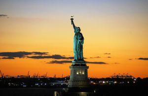 Vista de la Estatua de la Libertad al atardecer