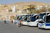 hilera de autobuses de la empresa de Jordania JETT BUS