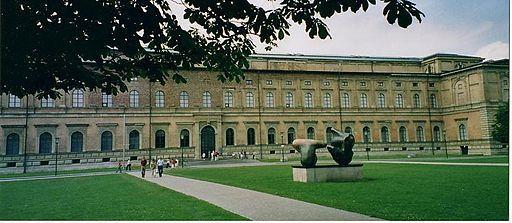 Foto de la facha de la antigua pinacoteca de Munich
