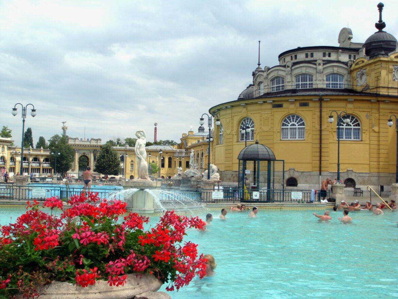 Foto del exterior del balneario Szécheny en Budapest