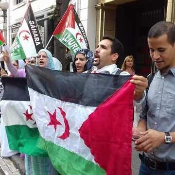 La Comunidad saharaui se concentra en Bilbao en solidaridad y apoyo a nuestra población en los Territorios Ocupados del Sahara Occidental tras las represiones cometidas por las fuerzas de seguridad marroquís los últimos días