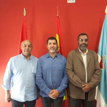 Bucharaya Beyun, ministro de educación saharaui acompañado de Abidin delegado del Frente Polisario para Madrid, de Visita al ayuntamiento ARROYOMOLINOS — FEMAS Madrid con el Sáhara