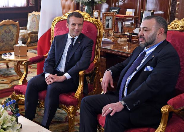Solidarité Maroc التضامن المغرب: Valérie Trierweiler révèle comment le Roi du Maroc corrompt les dirigeants politiques français