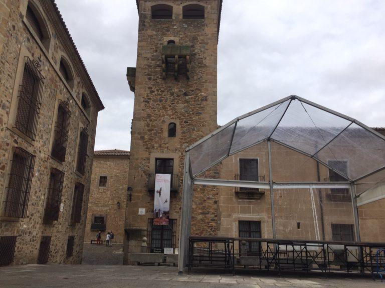 WOMAD Cáceres 2019 estrenará nuevos cerramientos artísticos y decorativos en la plaza Mayor y un escenario cubierto en la plaza de San Jorge. – Digital Extremadura