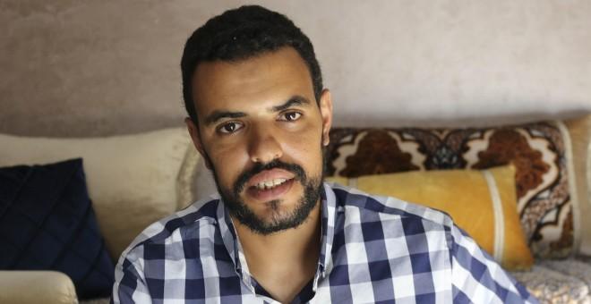 Naufragio en el Sáhara: Eddih, superviviente del naufragio en el Sáhara ocupado: «La patera iba sobrecargada y volcó, me salvé escapando de los otros» | Público