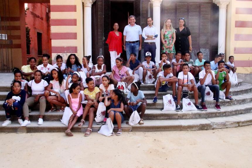 El Gobierno local recibe un año más a los niños saharauis · Sanlúcar · Andalucía Información