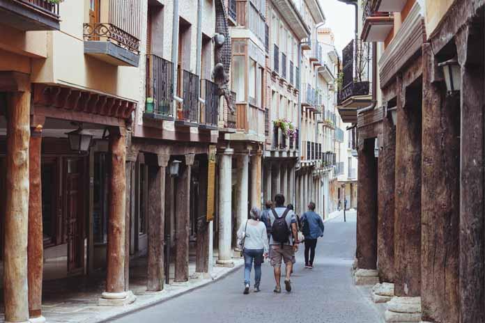 Los «bancos de la amistad» ensalzan los derechos de los más pequeños en Rioseco   Noticiascyl