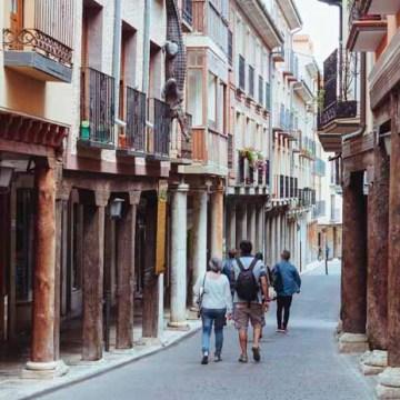 Los «bancos de la amistad» ensalzan los derechos de los más pequeños en Rioseco | Noticiascyl