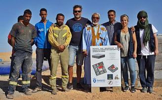 La construcción por la ONG AIRE de un parque de bomberos en los campamentos del Sáhara Occidental avanza con un claro sello coruñés