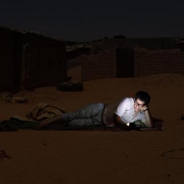 👍🏼🇪🇭 Lengua contra viento y arena – Poetas, profesores, y activistas saharauis luchan para preservar la lengua castellana y frenar su retroceso en el desierto del Sáhara | la vanguardia