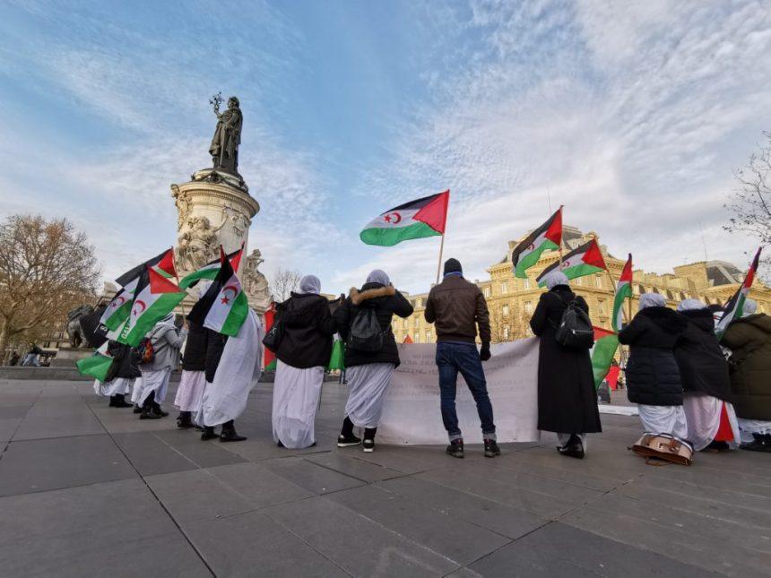 Le peuple Sahraoui dénonce le Maroc et la France place de la République I La Eiffel