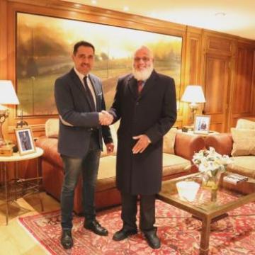 El presidente del Parlamento y el delegado saharaui para La Rioja se reúnen en un encuentro institucional