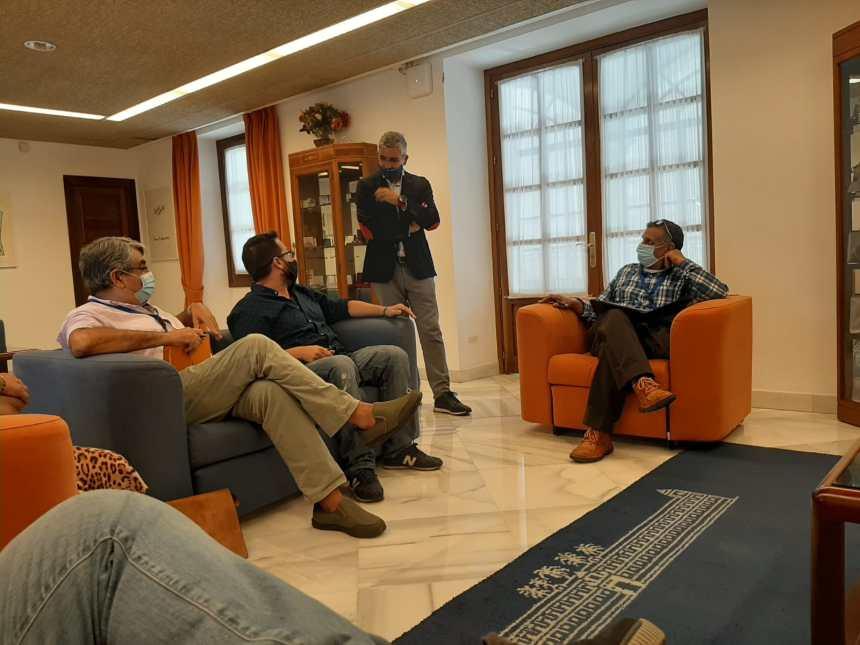 Reunión de los responsables de Vacaciones en Paz en el Parlamento de Andalucía… (fotos)