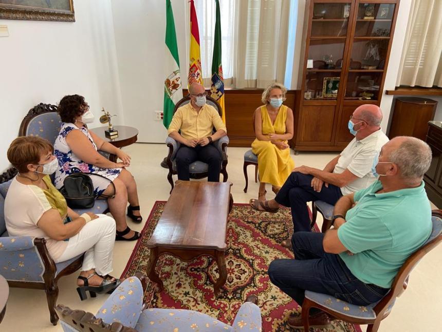 Al Huriya comienza una primera ronda de contacto con los ayuntamientos · El Puerto · Andalucía Información
