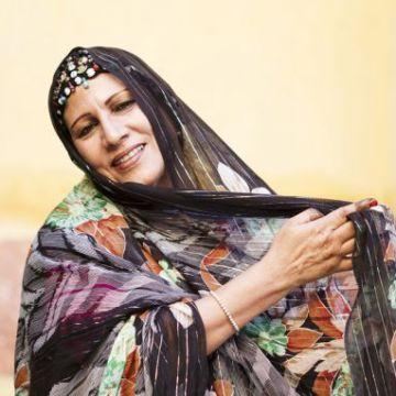 5 años después/ Muere Mariem Hassan, la gran dama del 'haul' saharaui, por FERNANDO IÑIGUEZ  Cultura   EL PAÍS