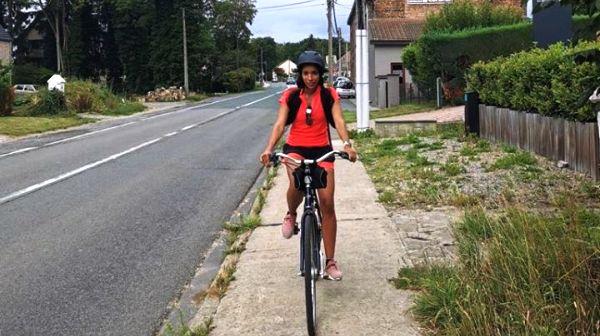 Una activista francesa cruza el país galo a Ginebra en bicicleta en solidaridad con el pueblo saharaui | Sahara Press Service