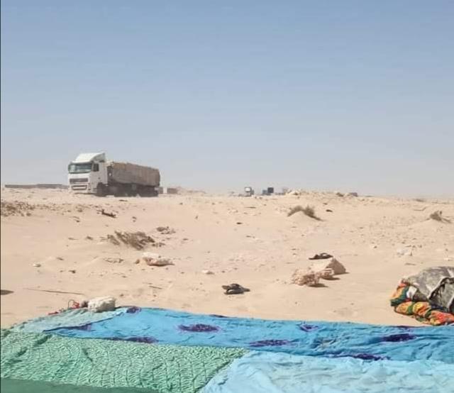 Ciudadanos saharauis cierran la brecha ilegal en El Guerguerat y levantan sus primeras jaimas