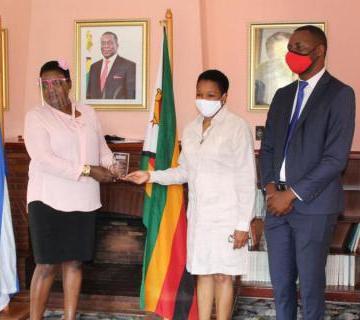 Recibe Embajadora de Cuba en Zimbabue, el reconocimiento Diplomático del Año | Sahara Press Service