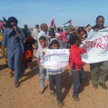 Ciudadanos del municipio del Sahara Occidental liberado de Bir Lehlu organizan una manifestación pacífica frente a la sede de la misión de la MINURSO | Sahara Press Service