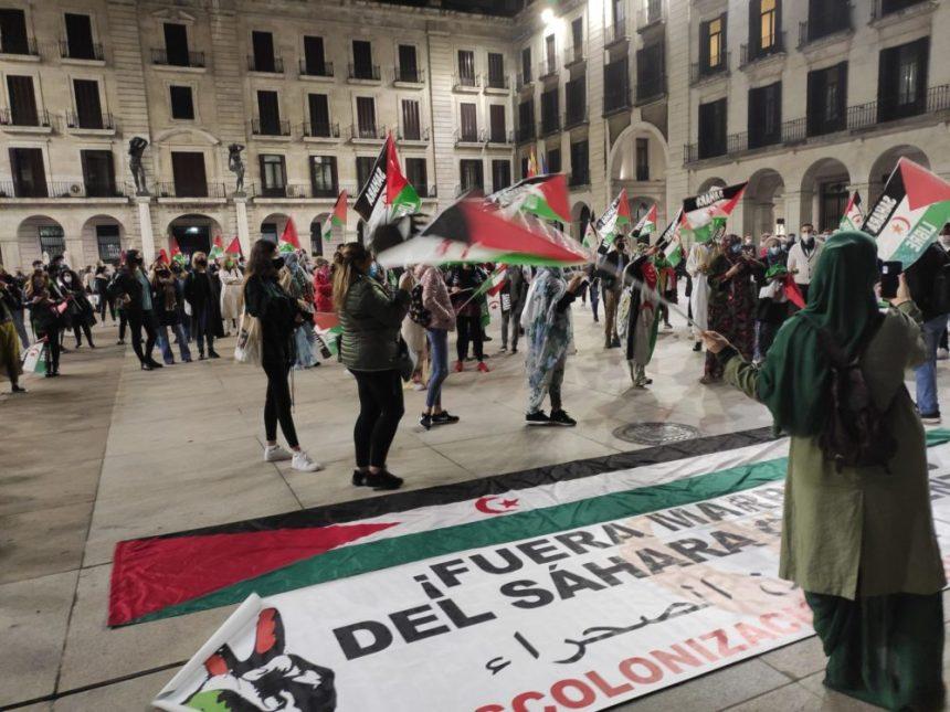 """Concentración en Santander de apoyo al pueblo saharaui   """"Nadie puede alegrarse de mandar a sus hijos a la guerra si no está en una situación desesperada"""" – El Faradio"""