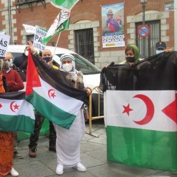 Saharauis residentes en Madrid preguntan ante Exteriores donde están sus Derechos Humanos | Contramutis