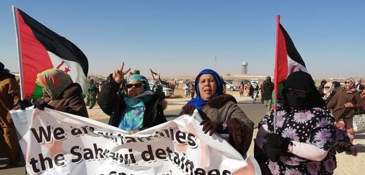 Cientos de mujeres saharauis toman las calles en los campamentos en solidaridad con Sultana Jaya y todos los presos políticos saharauis.