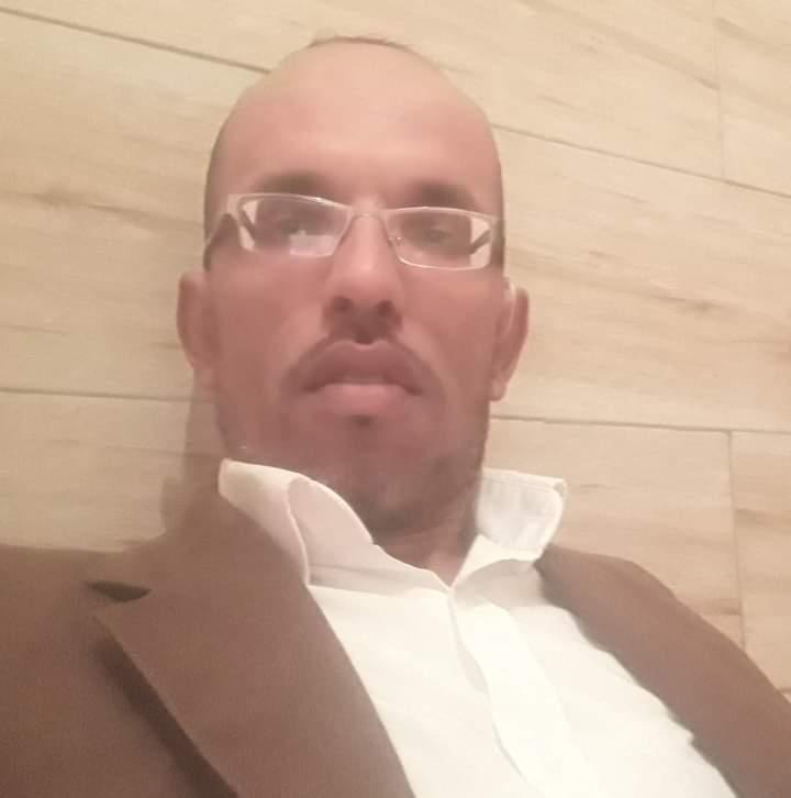 La policía de ocupación marroquí en la ciudad ocupada de La Playa cercana a El Aaiun arresta al activista en medios de comunicación Yahdih Al-Sabi – Algaragarat ES