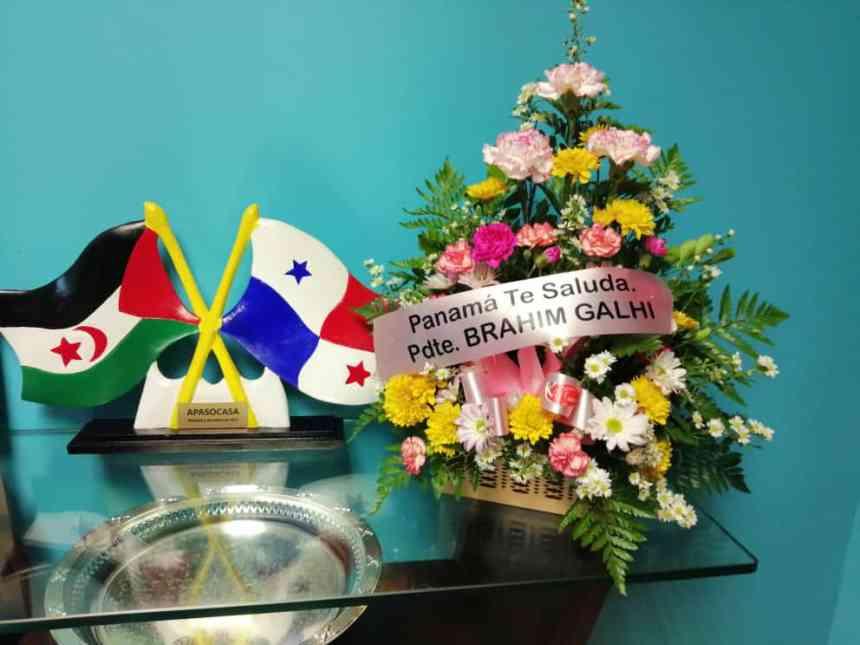 Recibe la embajada saharaui en Panamá flores para el Presidente Brahim Ghali | Sahara Press Service