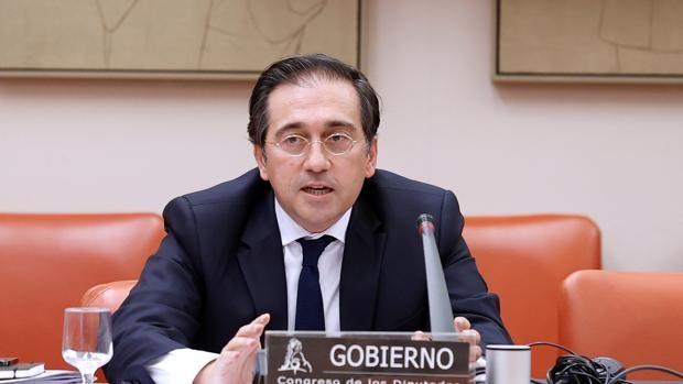 El ministro de Exteriores de España visita Argelia para abordar temas relevantes