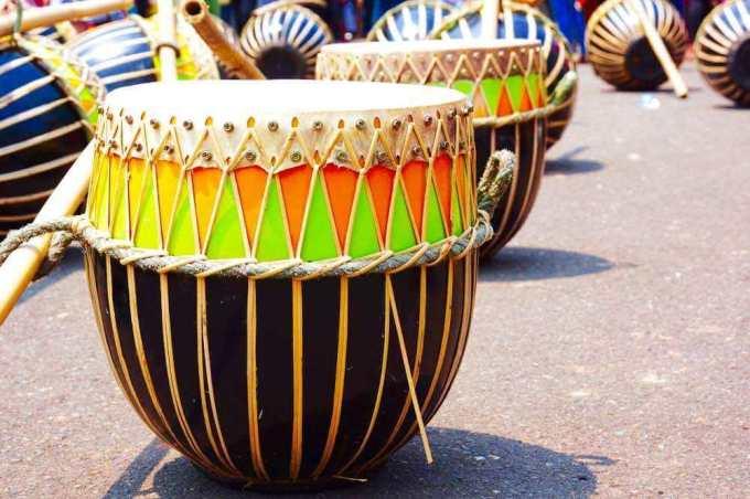 alat musik tradisional Doll