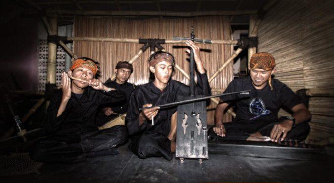 9 Alat Musik Tradisional Jawa Barat Dan Cara Memainkannya Lengkap