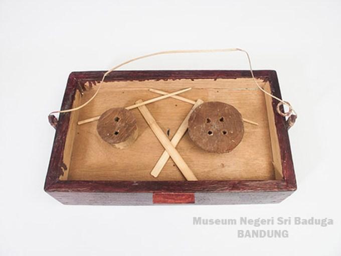 alat musik tradisional kanda wuta