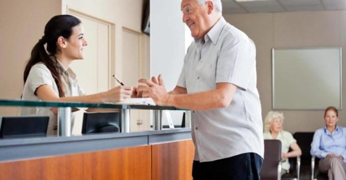 Teks prosedur mengenai check in hotel