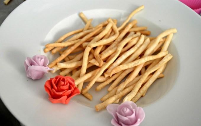 Cara membuat dan Resep Kue Bawang Renyah dan Gurih