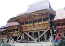 rumah adat sumatera utara