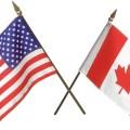 drapeaux canadiens et américains entrecroisés