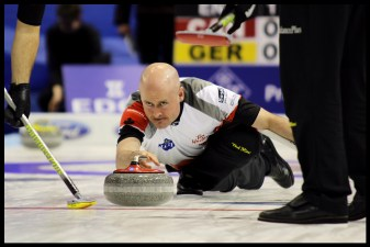 KevinKoe2016_World_Men's_Curling_Championship_border