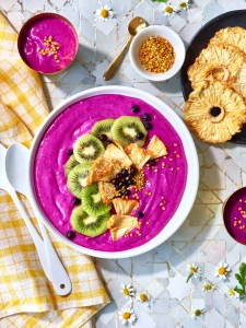 LB18 Optimisim smoothie bowl dragon fruit pink kiwi pineapple blueberries