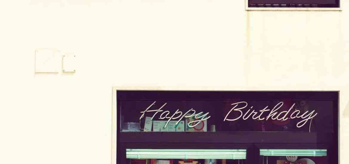 Happy birthday in a shop window, Italy (2015-04-08)
