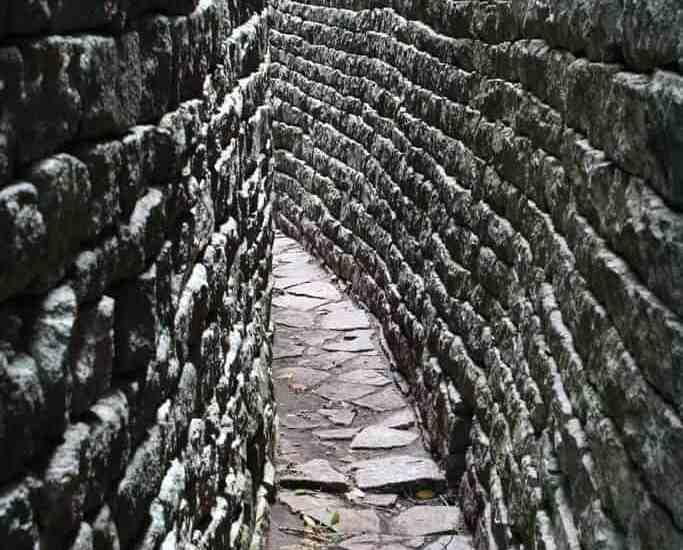Grey, narrow walls at Great Zimbabwe ruins (2012-03-31)